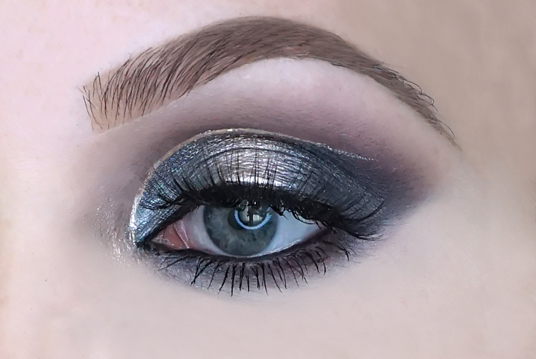 catrice 5 in a box mini eyeshadow palette swatch 040 modern smokey look review-1