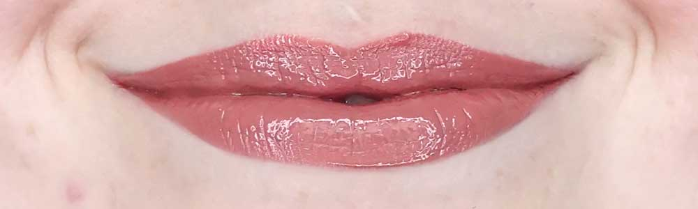 pupa fight like a woman vinyl effect liquid lip colour swatch 001 i'm bold nude review