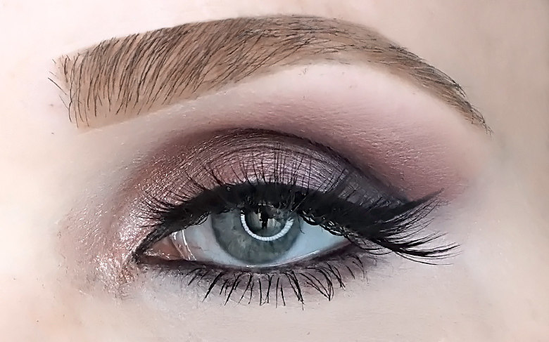 essence into the wild don't stop blooming eyeshadow palette swatch look