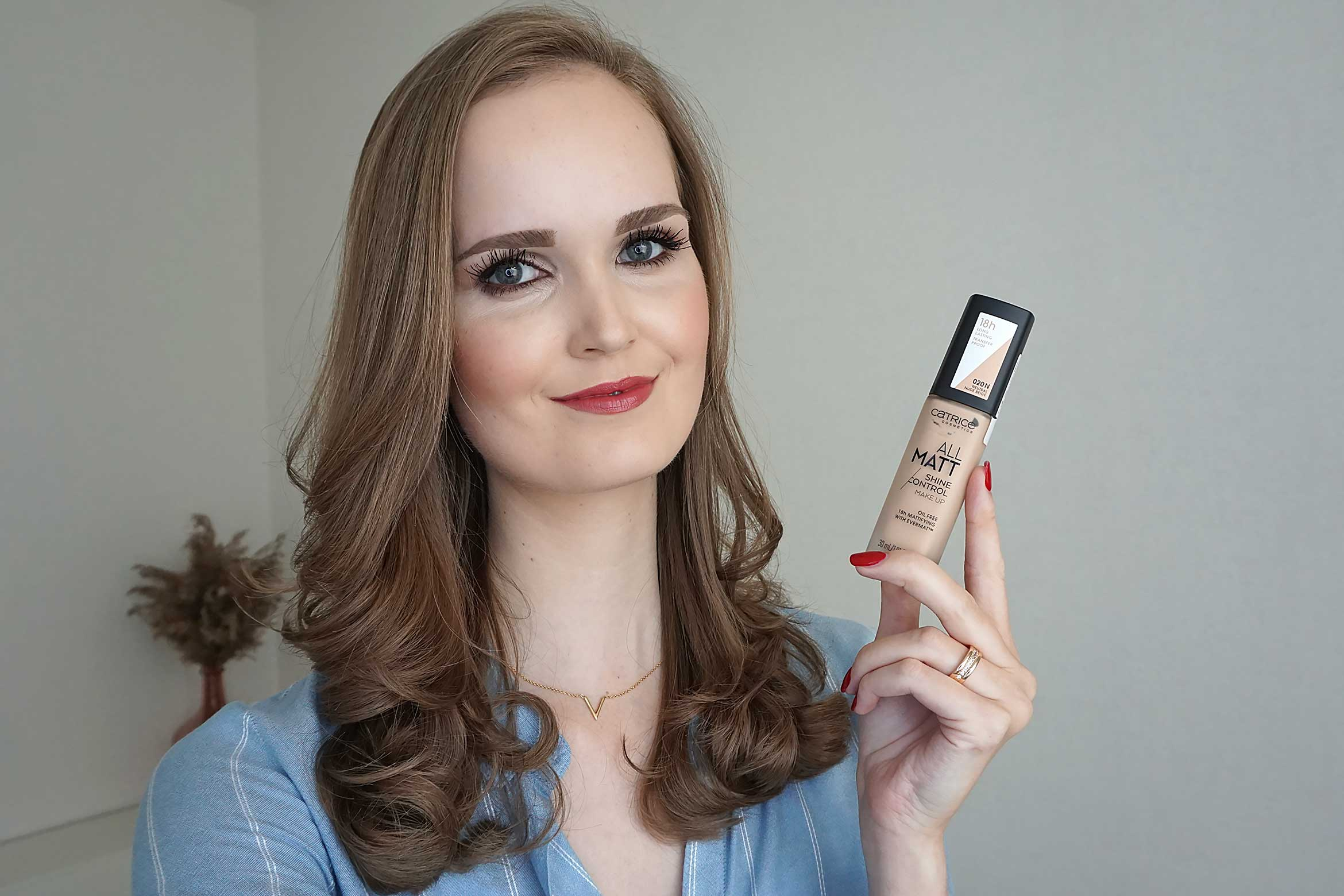 CATRICE all matt shine control make up swatch 020 neutral nude beige result review