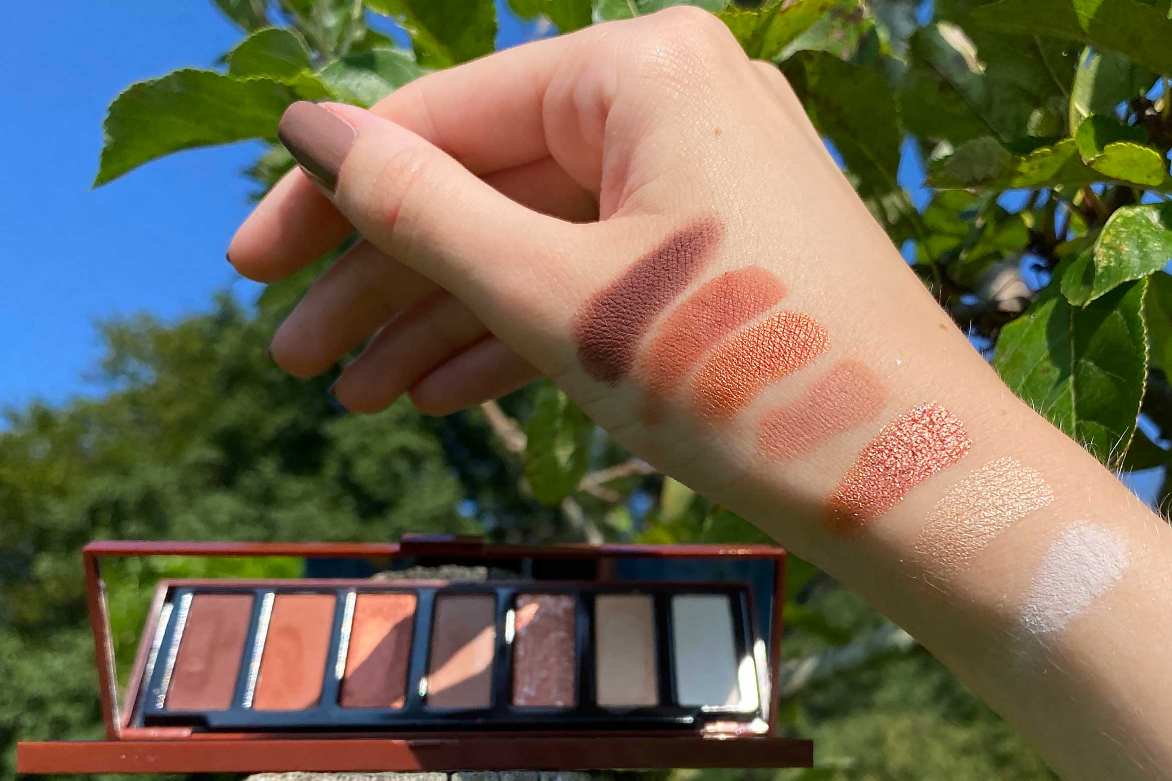 pupa zero calorie chocolate eyeshadow palette swatch 001 spicy chocolate all you need is love... and chocolate